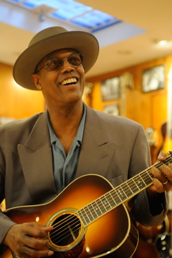 eric-bibb-thompson-guitars