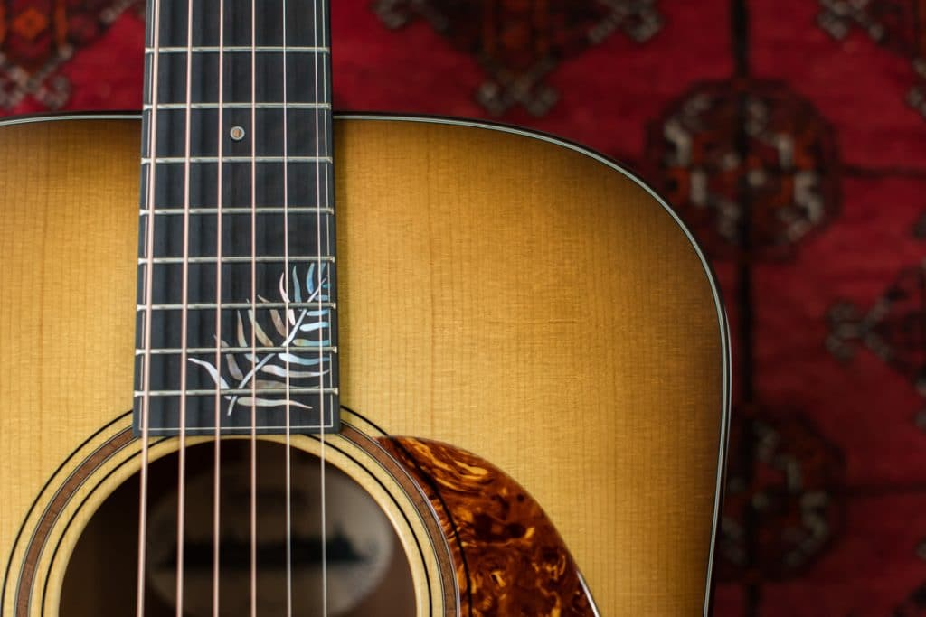 Molly Tuttle guitarist signature model Dreadnought Sunburst with special inlay