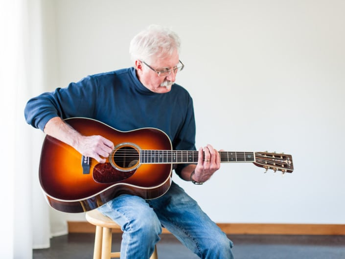 12 Fret 000 acoustic guitar handcrafted from Adirondack Spruce and Brazilian Rosewood. Preston Playing