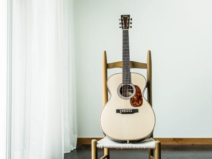 000 14 Fret on Chair