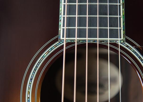 Deluxe Guitars